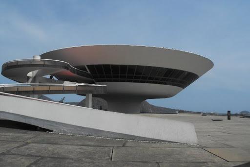 Взлет и падение модернистской архитектуры.